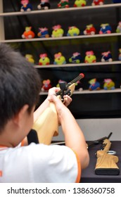 Shooting Cork Gun Game is a popular game, simple and straightforward game