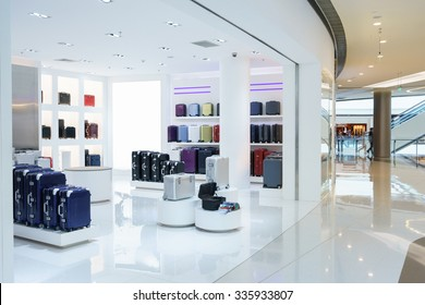 shop in empty hall, sell suitcases and bags