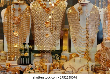 A shop window filled with arabic gold jewellery. Necklaces, bracelets, rings and chains