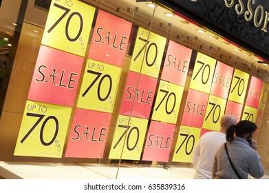 SHOP WINDOW SALE SALES SIGN PRICE REDUCTION SAVE SAVING MONEY CHRISTMAS JANUARY, WHITE ROSE SHOPPING CENTRE, LEEDS, YORKSHIRE, UK, 4TH JANUARY 2009