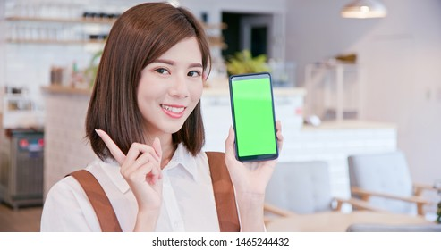shopkeeper show the information on the smart phone with green screen