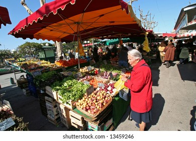 shoppers at sanary market in the south of france