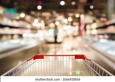 shopping cart with Abstract supermarket grocery store refrigerator blurred defocused background with bokeh light