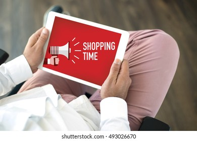 SHOPPING TIME ANNOUNCEMENT CONCEPT ON SCREEN