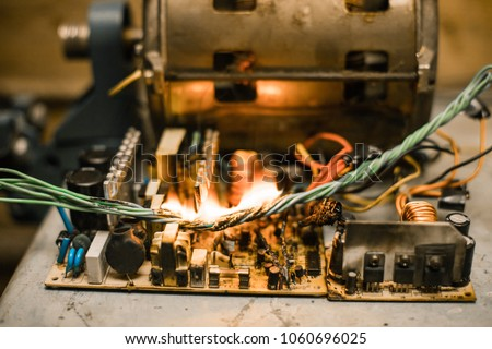 Excellent Short Circuit Burned Cable Fire Wiring Stockfoto Jetzt Bearbeiten Wiring Digital Resources Antuskbiperorg