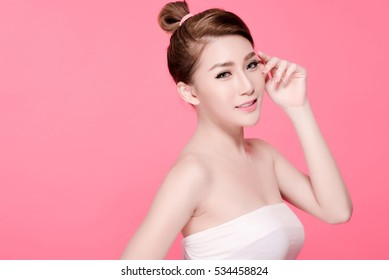 Short hair asian young beautiful woman smile and point on her head, isolated over pink background. natural makeup, SPA therapy, skincare, cosmetology and plastic surgery concept