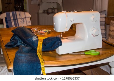 Shortening a pair of jeans with the sewing machine