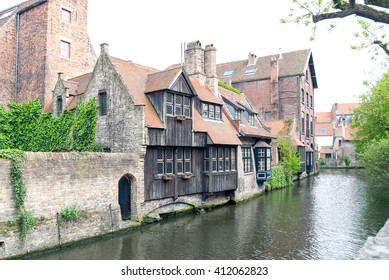A shot of a canal in the city of Bruges