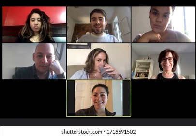 ホームオフィスからバーチャル会議を行うチームメイトのスクリーン。 COVID-19コロナウイルスの大流行時に、自宅からチームミーティングを行います。