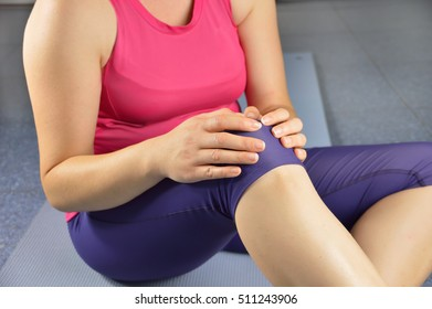 Shot of a sportswoman with a knee injury