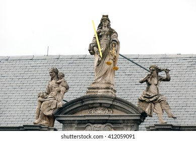 A shot of the statute of the Justice in Bruges