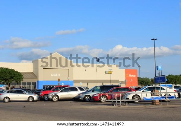 Car Dealerships In Hutchinson Ks >> Shot Walmart Store Hutchinson Kansas Usa Stock Photo Edit