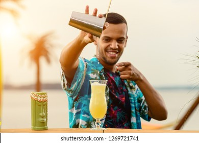 show bartenders outdors, juggling bottles and shaker, bartender job on the beach