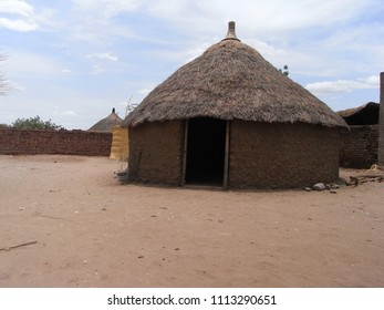 SHOWAK,  SUDAN - CIRCA MAY 2010 : OLD SUDANESE STYLE HOUSE made from soil and straw at the countryside.