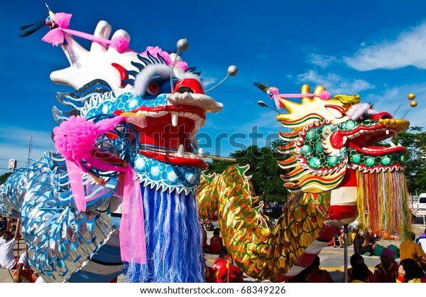 Showing manipulation golden dragon and silver dragon.