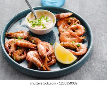 Shrimp glazed in soy sauce with green onion and lemon