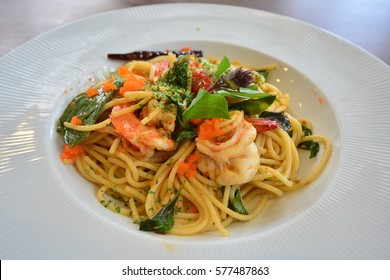 Shrimp spaghetti with dried chilly and shrimp.