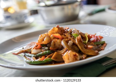 Shrimps and vegetables in Vietnamese Szechuan sauce