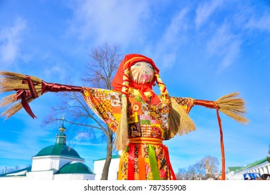 Shrovetide in Russia,  Suzdal . Big doll - symbol of Pancakes week,  scarecrow for burning  as symbol of winter end  and  spring coming. Slavic traditional - Maslenitsa