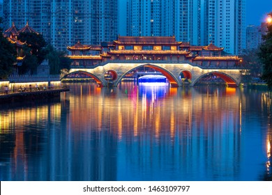 An Shun Lang Qiao is an iconic architecture in China, showcasing its style from Ming Dynasty.