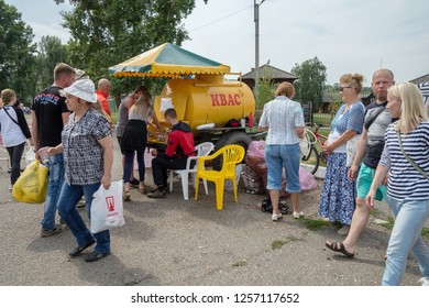"""SHUSHENSKOE, Krasnoyarsk Territory, RF - July 14,2018: Kvass trade on the street of the village for the time of the annual Intl festival of music and crafts """"World of Siberia""""(FestMirSibiri)."""