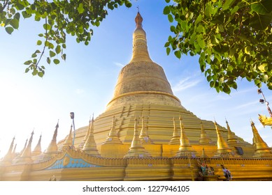 Shwe Maw Daw pagoda or Shwemawdaw pagoda is holy golden respect pagoda (1 of 5 sacred places) in Bago , Myanmar