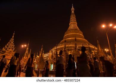 shwedagon on night