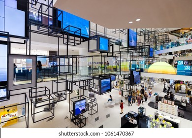 SIAM DISCOVERY, BANGKOK - APR 4 : Modern interior design of Siam Discovery Shopping Mall on April 4, 2018 in Bangkok, Thailand. Siam Discovery is one of the most popular shopping centers in Siam Area.