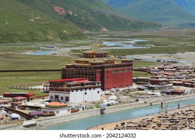 Sichuan, China - Aug 18, 2016. View of Yarchen Gar Monastery in Garze Tibetan, Sichuan, China. Yarchen Gar is the largest concentration of nuns and monks in the world.