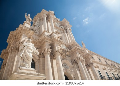 The Sicilian baroque facade of the cathedral of Syracuse with sunflares in the historic center of Ortygia island, Sicily, Italy