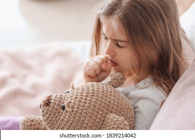 Petite fille malade à la maison