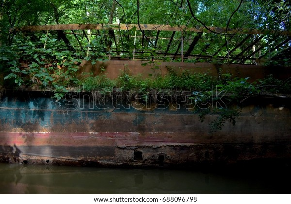 Side of the USS Sachem ruins