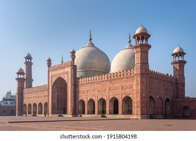 Side view of beautiful ancient Badshahi mosque with courtyard built by mughal emperor Aurangzeb a landmark of Lahore, Punjab, Pakistan