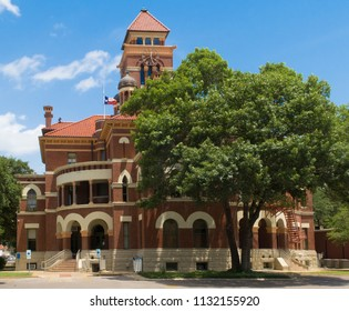 side view of the Gonzales County Texas Courthouse