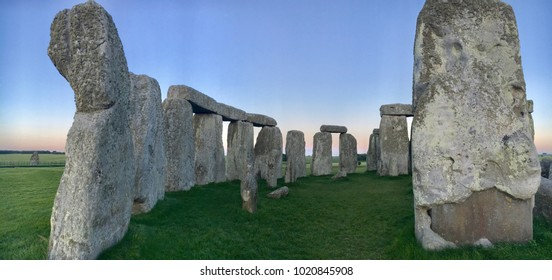 Side view of Stonehenge at twilight