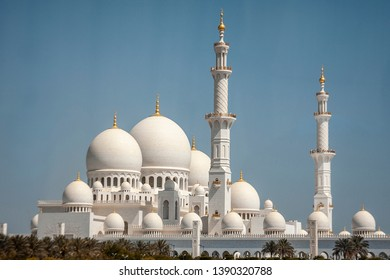 Sideview of the wonterful Sheikh Al Zayed Grand Mosque