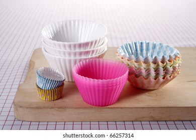 Sidew view of cupcake molds on the chopping board.