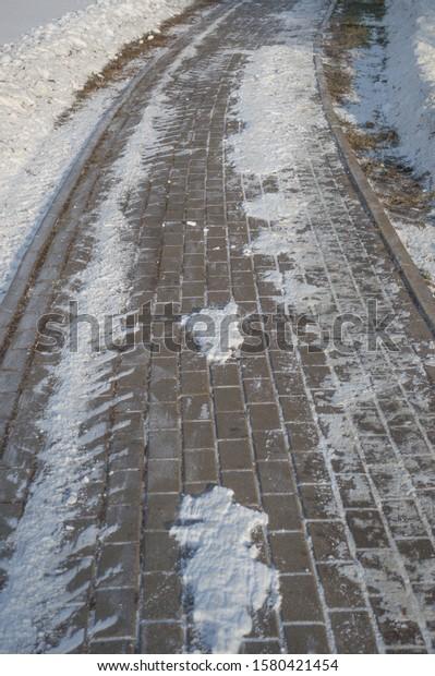 sidewalk-cleaned-snow-car-tracks-600w-15
