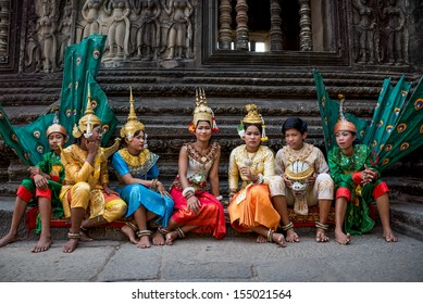 SIEM REAP, CAMBODIA - FEBRUARY 27: Unidentified traditional Khmer Cambodian dancers perform ramayana epic on February 27, 2013 in Siem Reap, Cambodia