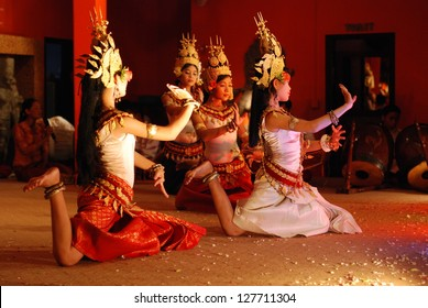 SIEM REAP, CAMBODIA - MAY 3 : Khmer classical dancers performing in full traditional costume May 3, 2009 in Siem Reap, Cambodia.Angkor Wat is the most visited place in Cambodia.