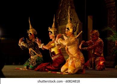 SIEM REAP, CAMBODIA - SEPTEMBER 11: A traditional Apsara Khmer Cambodian dance depicting the ramayana epic on September 11, 2010 in Siem Reap, Cambodia