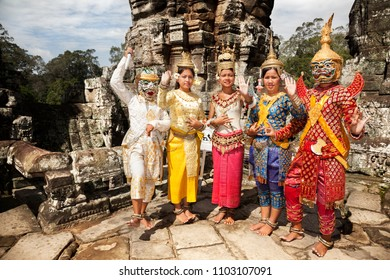 SIEM REAP-AUGUST 5, 2009: Some dancers with typical costume prepare to go on stage to dance in Angkor wat in Seam Reap on August 5, 2009. Cambodia