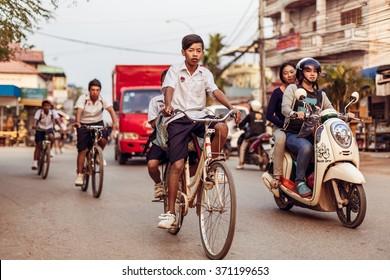 SIEMREAP, CAMBODIA - JAN 25, 2016: The local people drive on the road