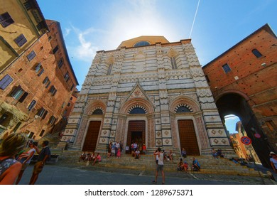 Siena Cathedral. (Duomo di Siena. Cattedrale di Santa Maria Assunta).  Siena, Toscana / Italy. August 2017: tourists at the door of the cathedral