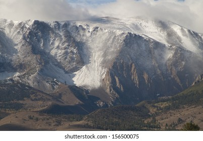 Sierra Nevada Mountains, CA, on the east side a blizzard is raging on the peaks./Sierra Nevada/ The foot hills are in sunshine and still in grass while the peaks are in a snow storm. Winter is coming