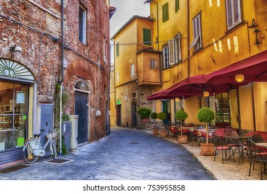 siesta hour in old town Lucca, Italy