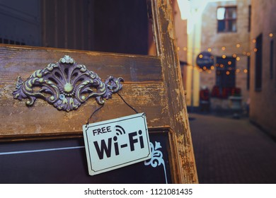 A sign about the free Internet in a cafe