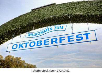 The sign above the main entrance to the Oktoberfest festival.