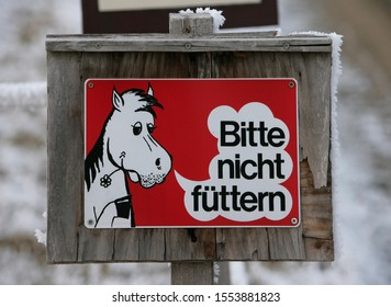 "Sign: ""Bitte nicht fuettern"" (Please do not feed the animals)"