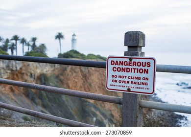 sign at the coast to warn for dangerous cliffs